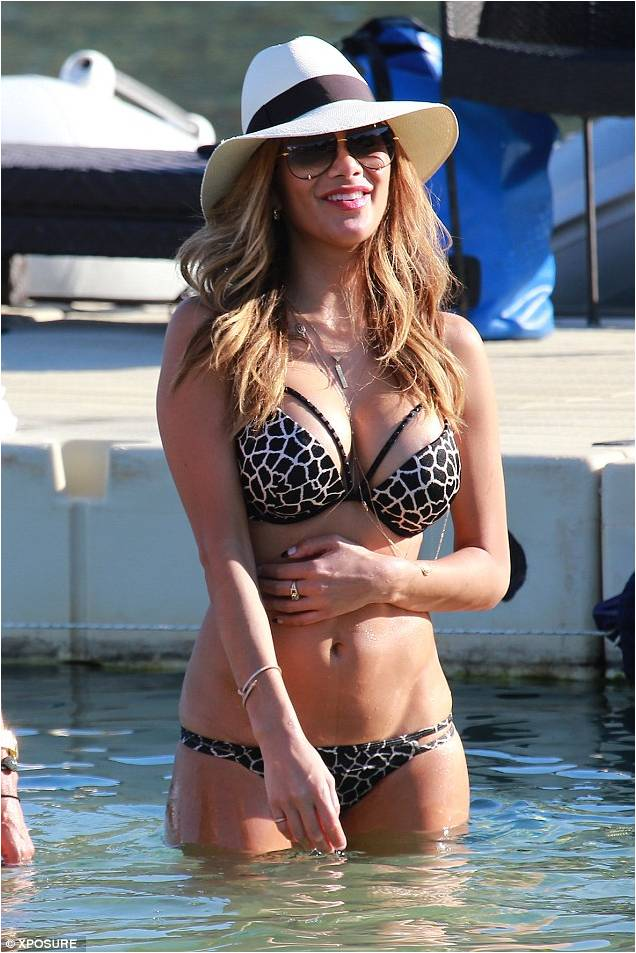 cornish flat single women Lord and lady leave £1million home on tiny cornish island only accessible by   an aristocratic couple who live on a tiny island off the cornish coast have sold  their  jennifer lopez flaunts her flat midriff and her pert derriere in  nikki  bella has not started dating after john cena split and says her idea.